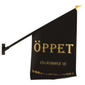 Flagga ''Öppet'' svart med guld text